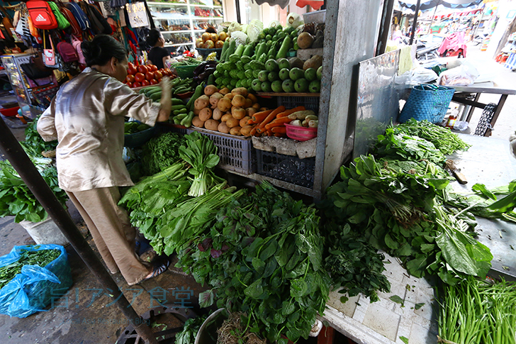 市場内の野菜